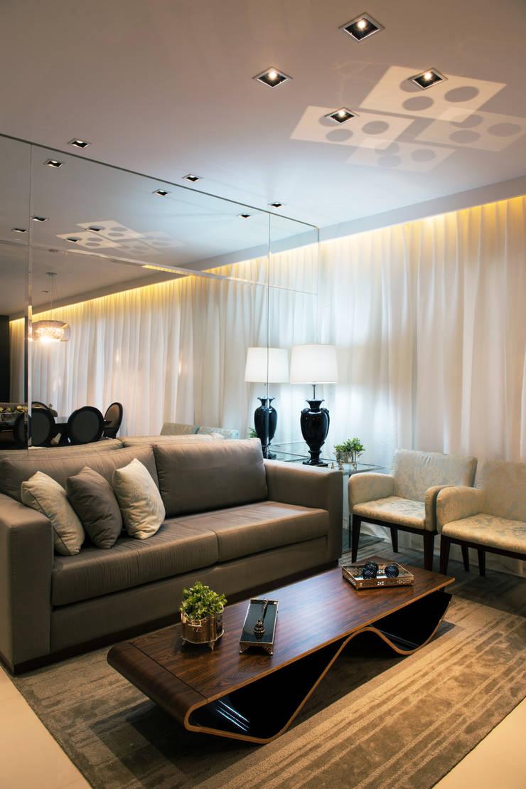 Sala de Estar: Salas de estar  por Renato Lincoln - Studio de Arquitetura