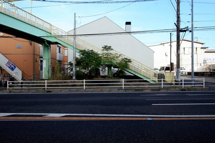 H邸-街道側からのファサード: 株式会社sum designが手掛けた家です。