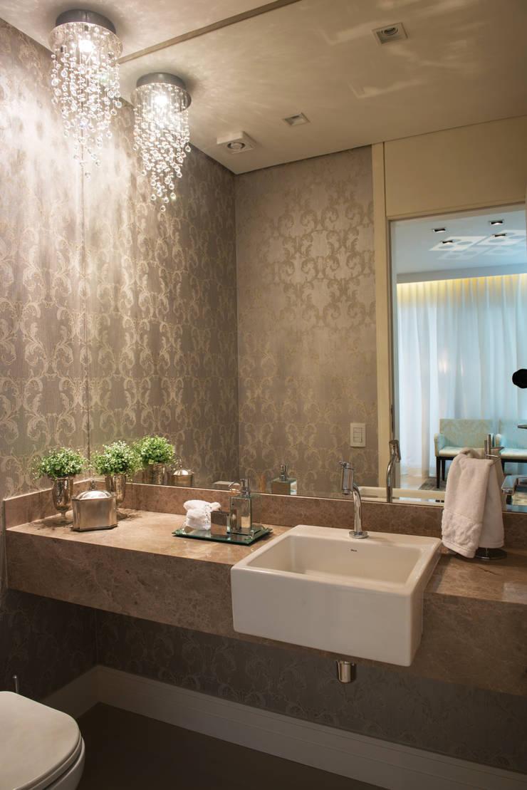 Lavabo: Banheiros  por Renato Lincoln - Studio de Arquitetura