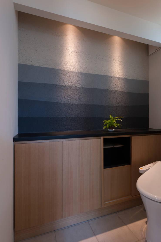 Garden Terrace House: Sakurayama-Architect-Designが手掛けた浴室です。