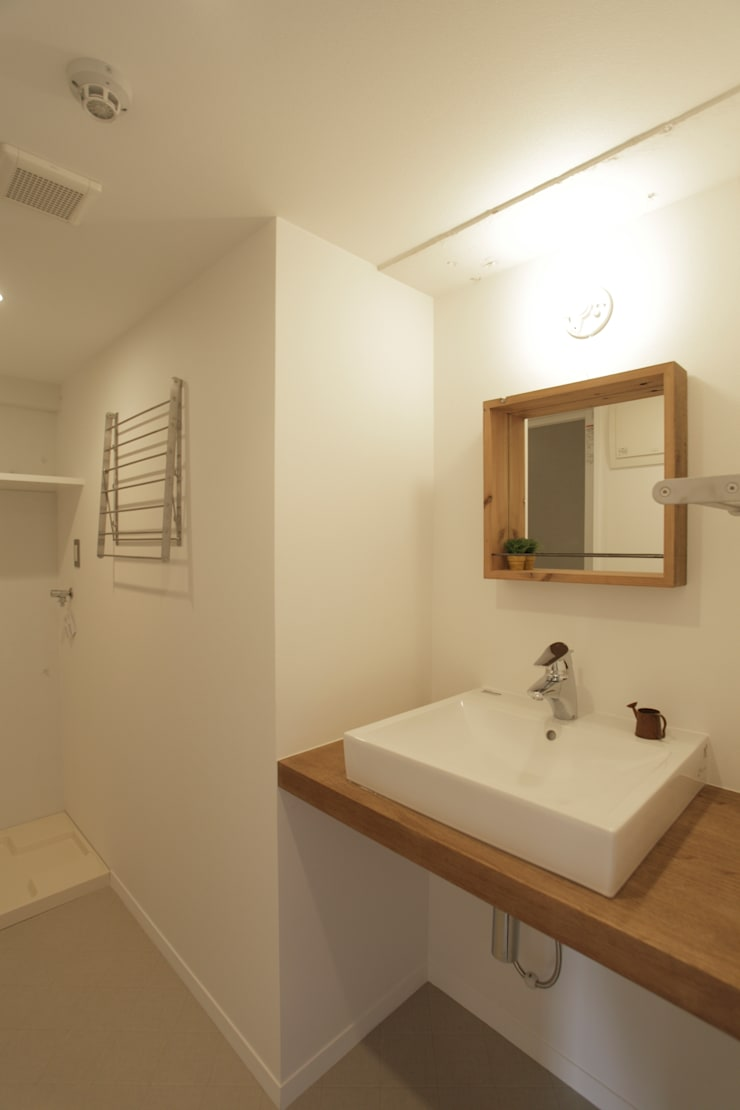 洗面所: SWITCH&Co.が手掛けた浴室です。,ラスティック