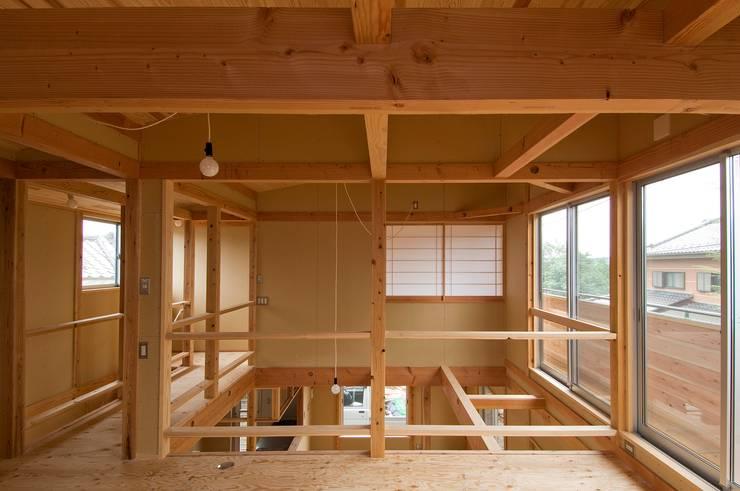 rustic Media room by 氏原求建築設計工房