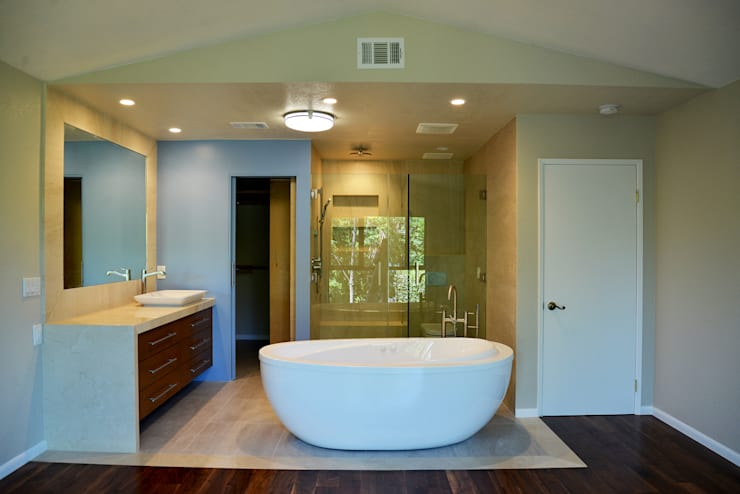 OC Home Decor, Irvine, Orange County 2015: Baños de estilo  por Erika Winters® Design
