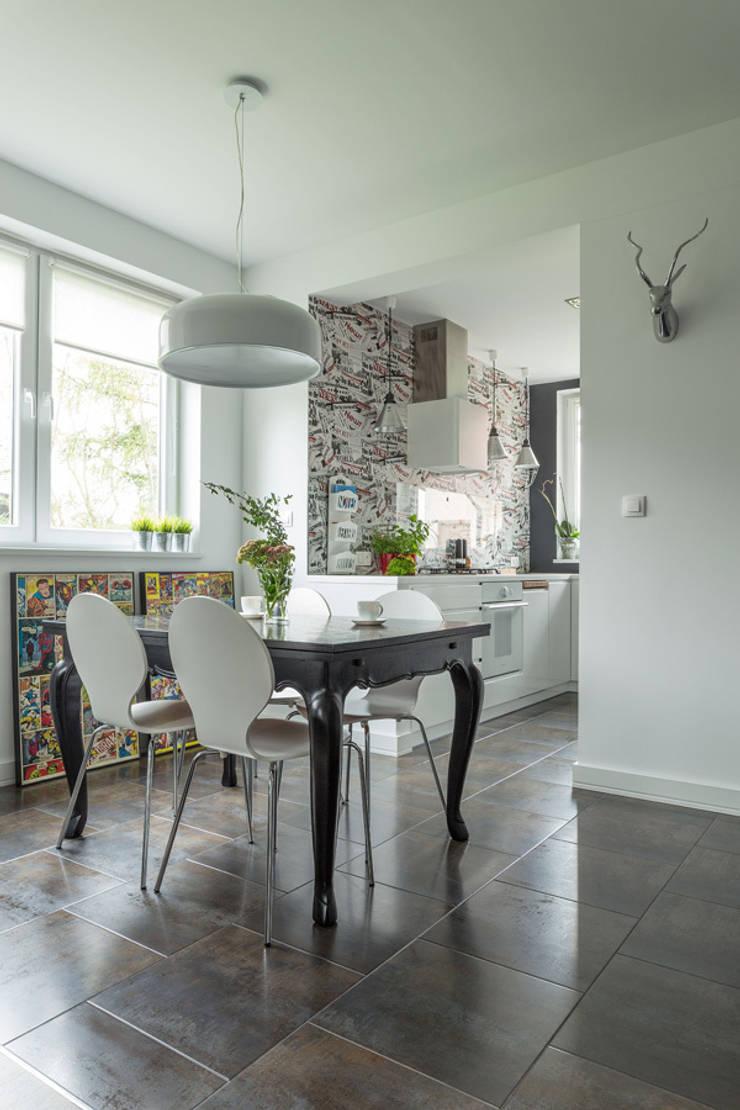 dom 115m2: styl , w kategorii Jadalnia zaprojektowany przez Projekt Kolektyw Sp. z o.o.
