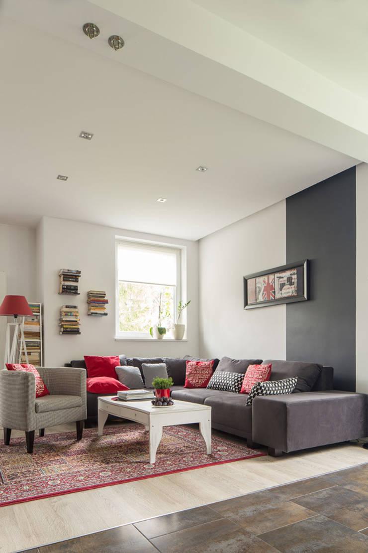 dom 115m2: styl , w kategorii Salon zaprojektowany przez Projekt Kolektyw Sp. z o.o.