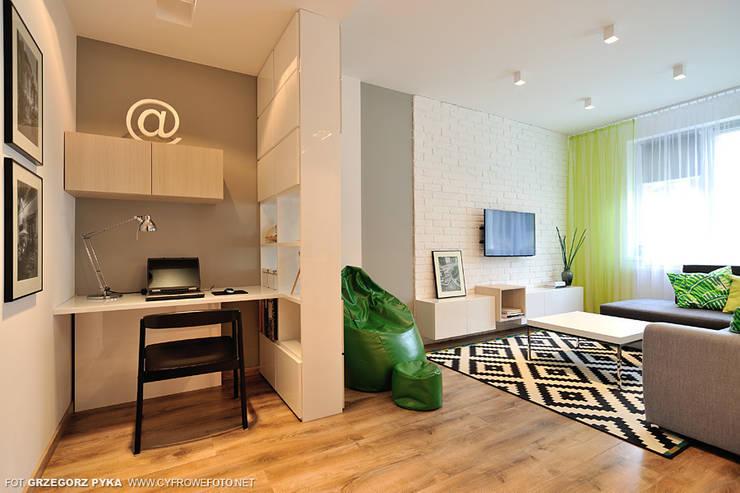 mieszkanie z Bolkiem i Lolkiem: styl , w kategorii Salon zaprojektowany przez Projekt Kolektyw Sp. z o.o.