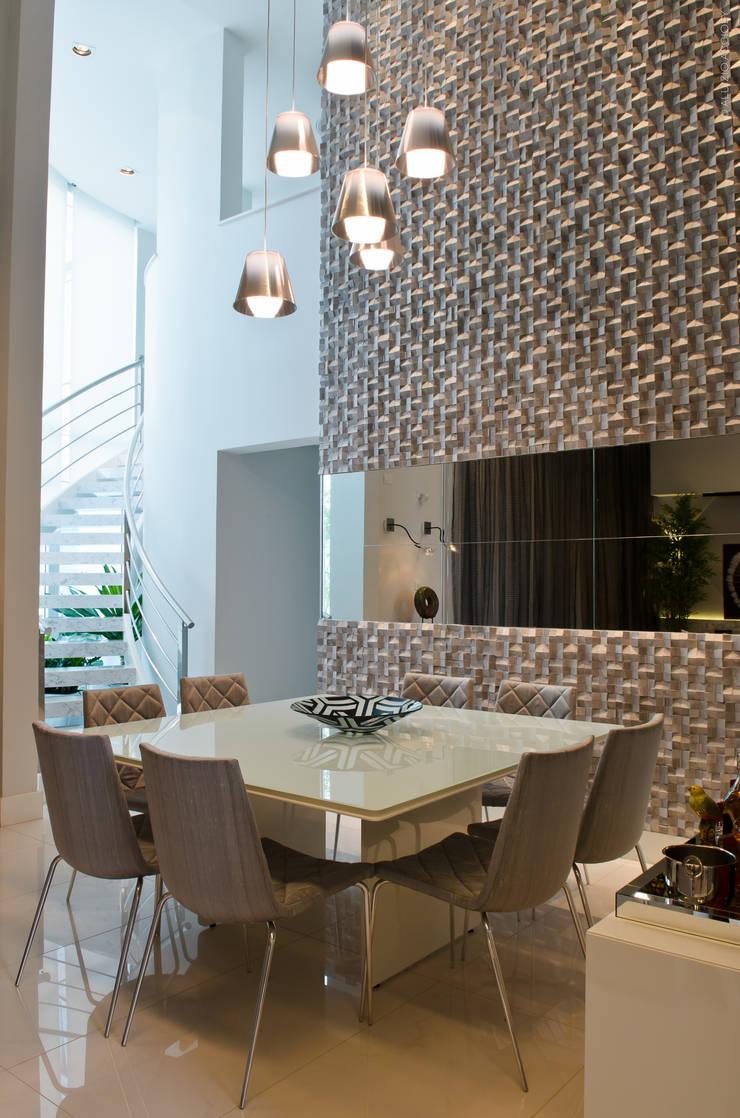 SALA DE JANTAR: Salas de jantar  por RODRIGO FONSECA | ARQUITETURA E INTERIORES,Moderno