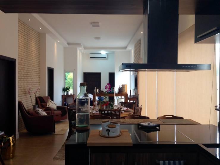 Projeto de Interiores – DG: Salas de jantar  por Paula Folim - Arquitetura e Interiores