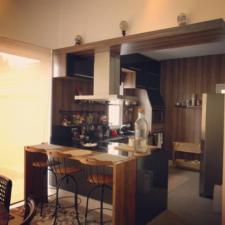 Projeto de Interiores - DG: Cozinhas  por Paula Folim - Arquitetura e Interiores