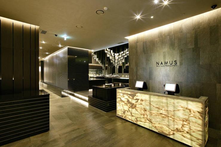 NAMUS Boutique Restaurant: CHIHO&PARTNERS의  레스토랑,모던