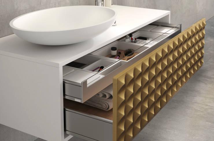 Mueble Diamond Oro: Baños de estilo moderno de Astris