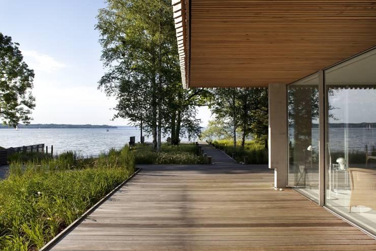 Seeblick Veranda:  Terrasse von architekt stephan maria lang