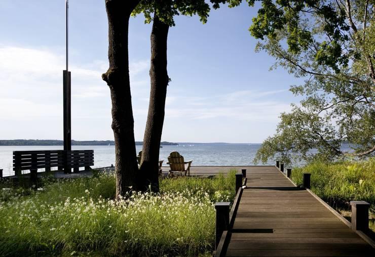 Steg zum See:  Garten von architekt stephan maria lang