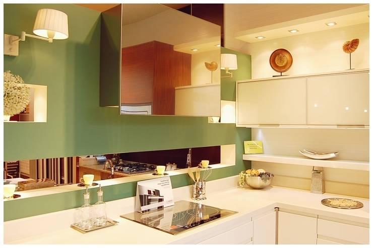 Verde: Espacios comerciales de estilo  de Cardellach Interior & Events