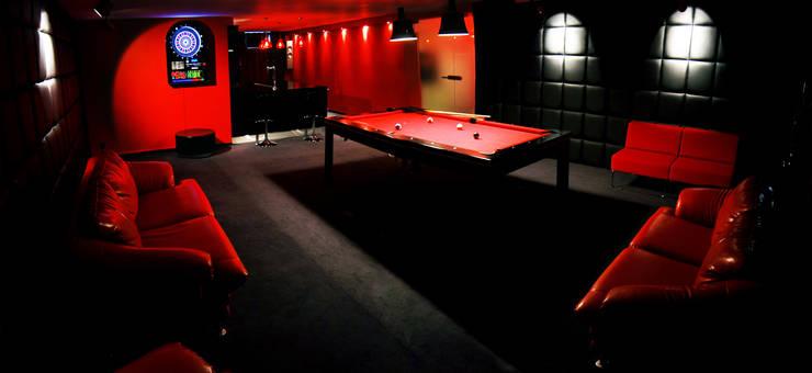 pokój bilardowy : styl , w kategorii Pokój multimedialny zaprojektowany przez atoato