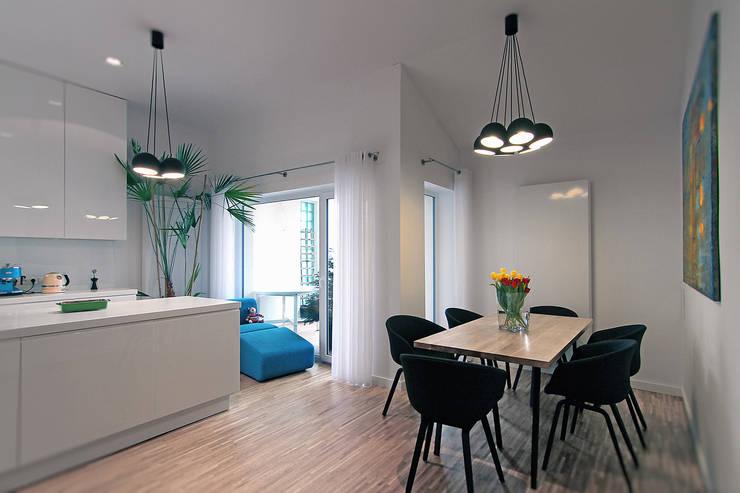 Dom na Różanym Potoku : styl , w kategorii Jadalnia zaprojektowany przez Neostudio Architekci