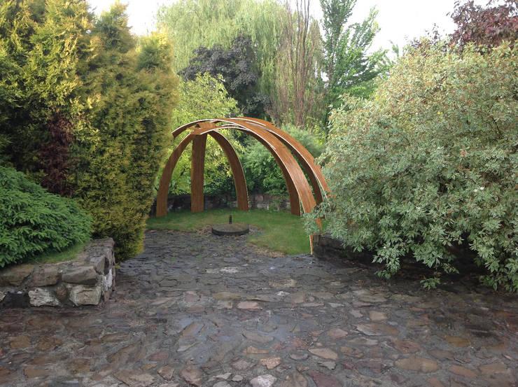 projekt altany ogrodowej: styl , w kategorii  zaprojektowany przez CHOŁUJ DESIGN s.c.