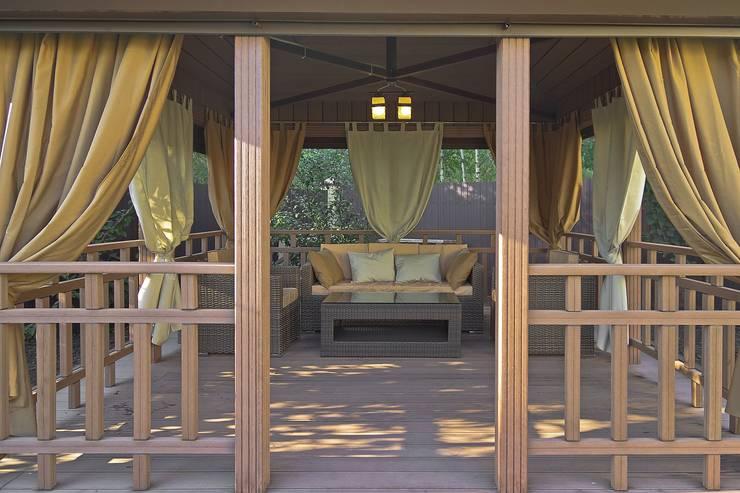 Уличные шторы для беседки: Балкон, веранда и терраса в . Автор – DECOR OUTDOOR