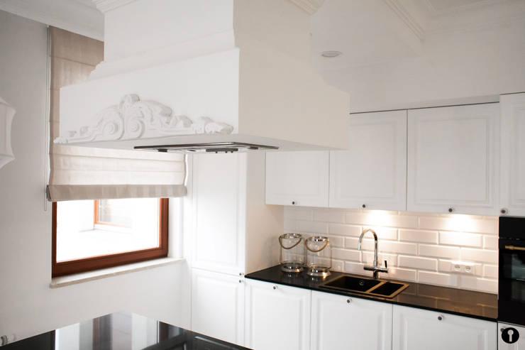 Lawendowe Wnętrze: styl , w kategorii Kuchnia zaprojektowany przez Urządzamy pod klucz,Nowoczesny