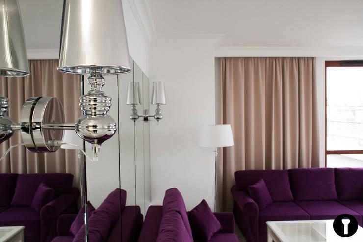 Lawendowe Wnętrze: styl , w kategorii Salon zaprojektowany przez Urządzamy pod klucz,Nowoczesny