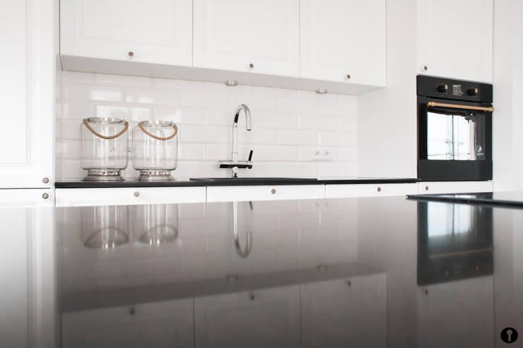 Cocinas de estilo moderno de Urządzamy pod klucz Moderno