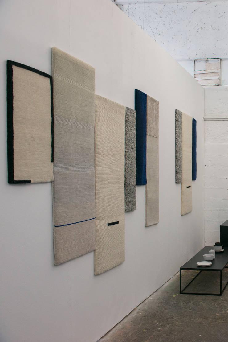 Salone:  Woonkamer door Studio Mae Engelgeer