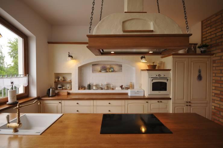 Kuchnia sielska: styl , w kategorii Kuchnia zaprojektowany przez 'Rustykalnia'  Sztuka Wnętrza