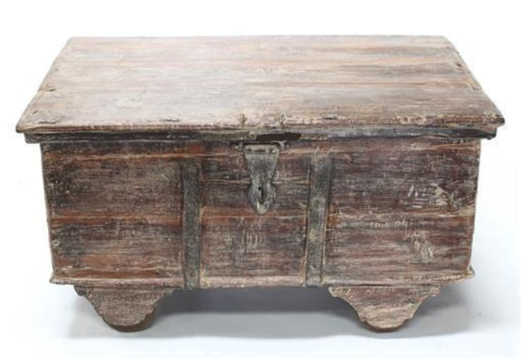 Vintage Wooden Trunk:  Living room by Vintage Archive