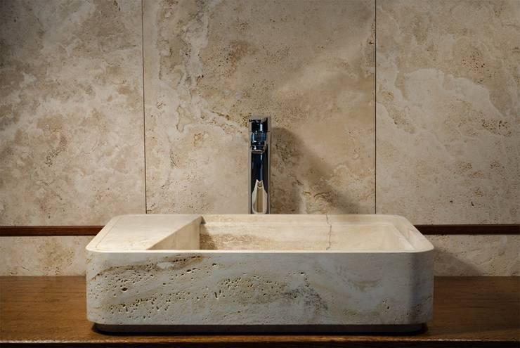 Lavabo LOADED : Bagno in stile  di Un-real Studio Associato