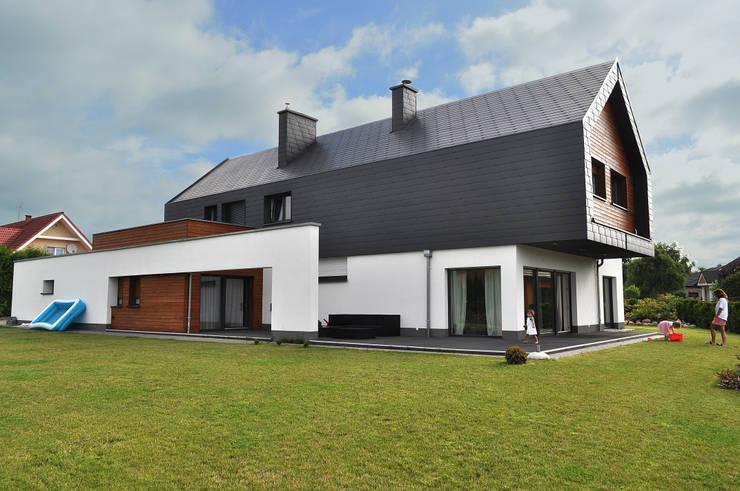 Willa w Kłodawie: styl , w kategorii Domy zaprojektowany przez STRUKTURA Łukasz Lewandowski