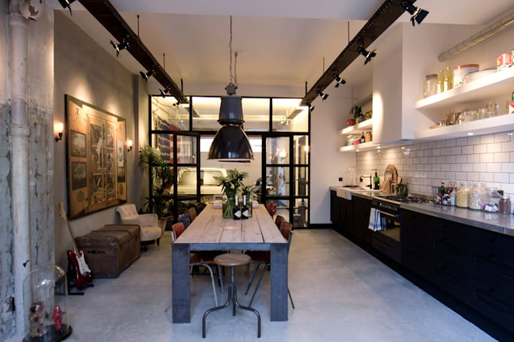 Garage Loft:  Eetkamer door BRICKS Studio