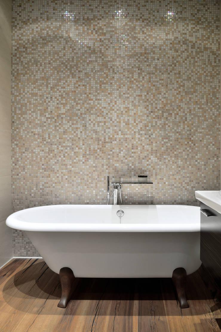 Фьюжн Парк : Ванные комнаты в . Автор – Бюро 19.23