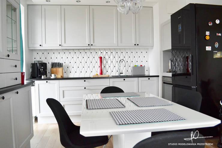 Widok na całą kuchni 2: styl , w kategorii Kuchnia zaprojektowany przez Studio Modelowania Przestrzeni,Eklektyczny