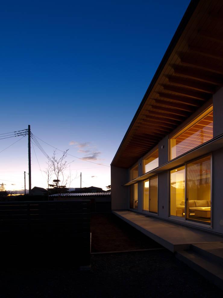 稲荷台の家: プラスデザイン1級建築士事務所が手掛けた家です。