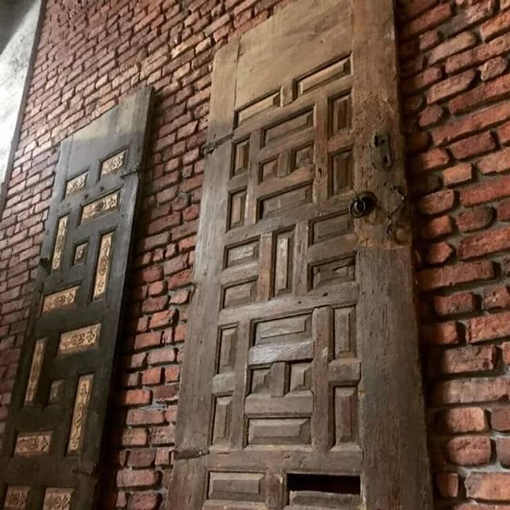 Paisajismo de interiores de estilo  por anatolia stone dekoratif taş ve panel sistemeri