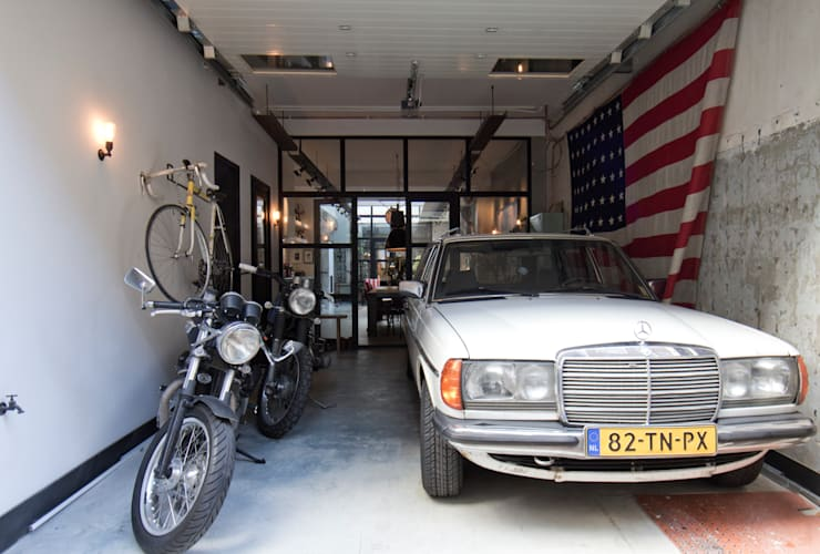 Garage/Rimessa in stile in stile Industriale di BRICKS Studio