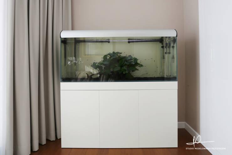 Akwarium w pokoju gościnnym: styl , w kategorii Salon zaprojektowany przez Studio Modelowania Przestrzeni,Nowoczesny