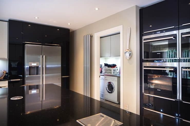 German Modern Kitchen - Kitchen Design Surrey:  Kitchen by Raycross Interiors