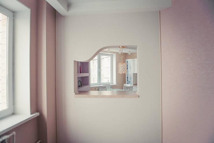 С новыми надеждами в новой квартире: Кухни в . Автор – мастерская интерьера Violette