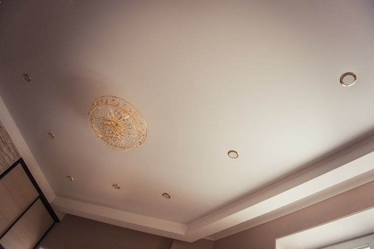 С новыми надеждами в новой квартире: Спальни в . Автор – мастерская интерьера Violette