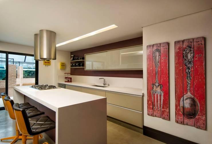 Cocinas de estilo  por Elmor Arquitetura