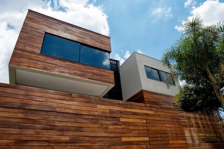 Casas de estilo moderno por Elmor Arquitetura