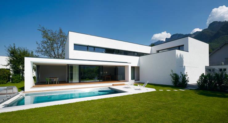 EFH in Hohenems:  Häuser von Baumschlager Hutter ZT GmbH
