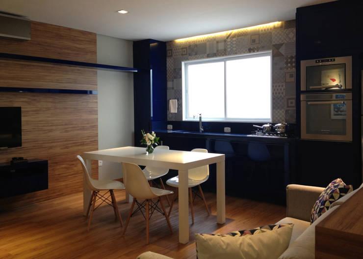 Apartamento HLC: Cozinhas  por Boa Arquitetura