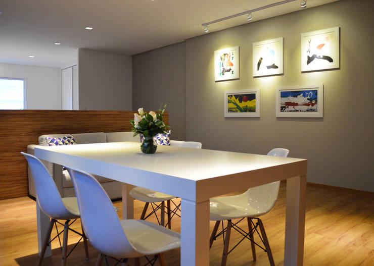 Apartamento HLC: Salas de jantar  por Boa Arquitetura