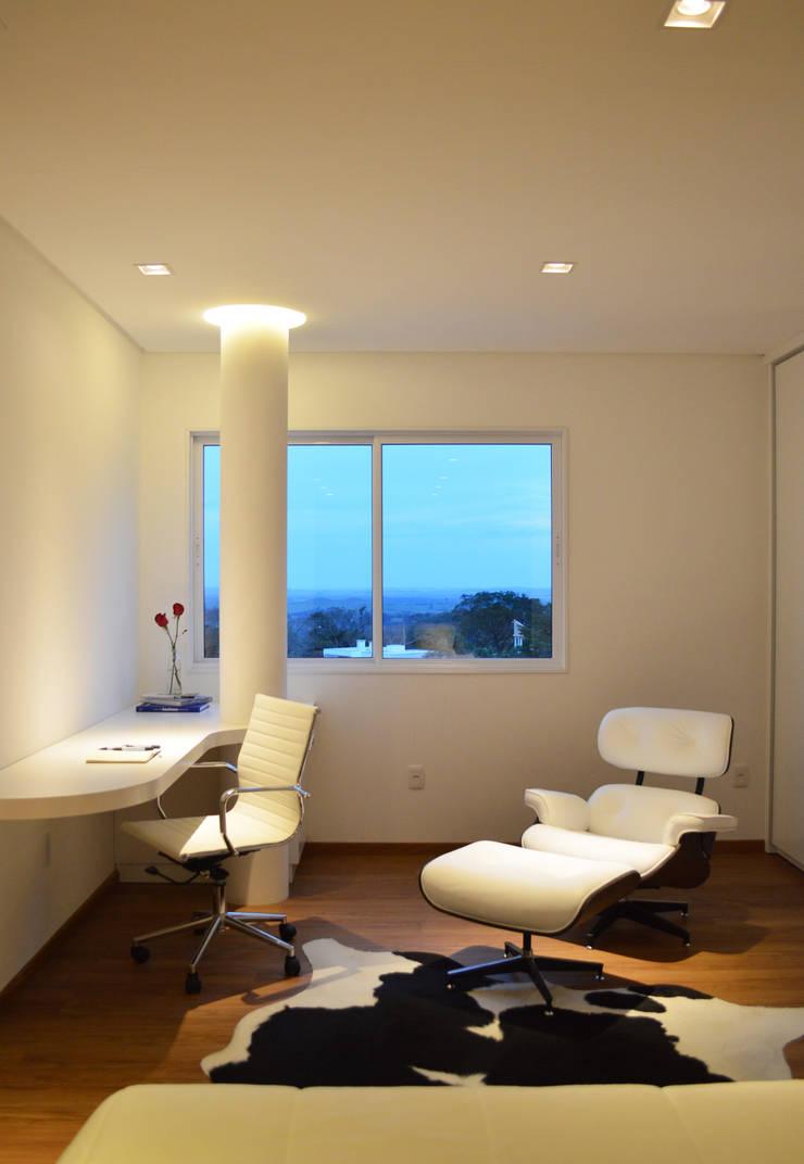 Apartamento HLC: Escritórios  por Boa Arquitetura