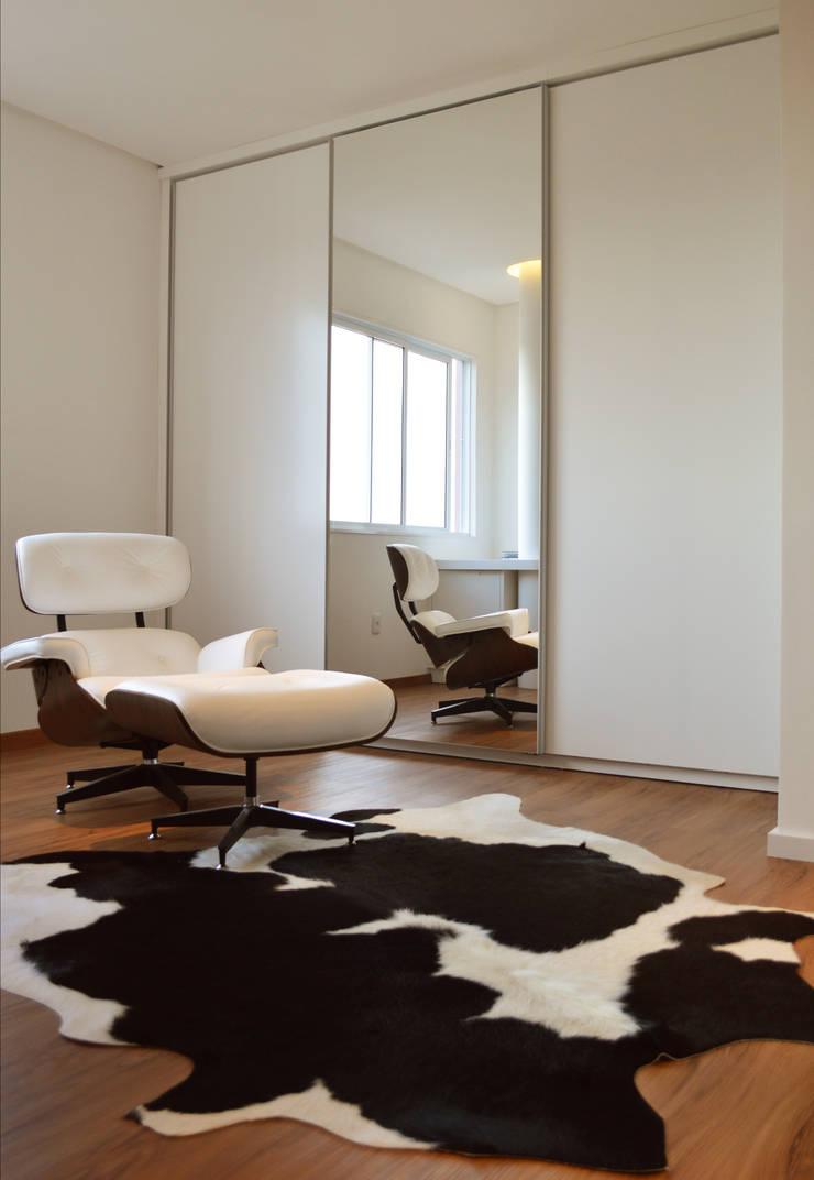 Apartamento HLC: Quartos  por Boa Arquitetura