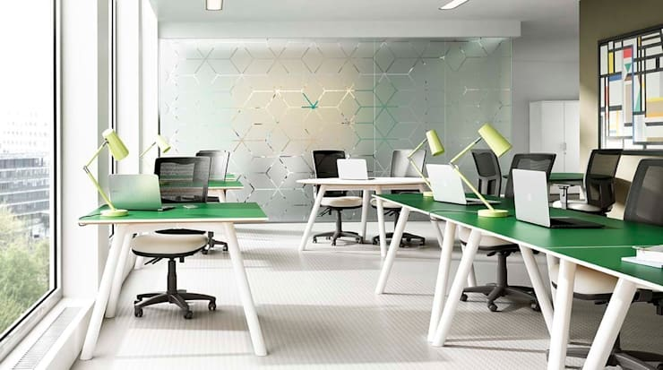 Moment Hotdesk:  Office spaces & stores  by Gresham Office Furniture