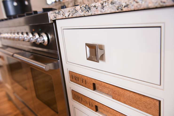 Loxley Hand Painted Classic Kitchen:  Kitchen by Raycross Interiors