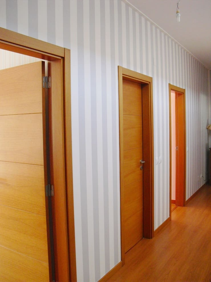 Corredor: Corredores e halls de entrada  por Stoc Casa Interiores